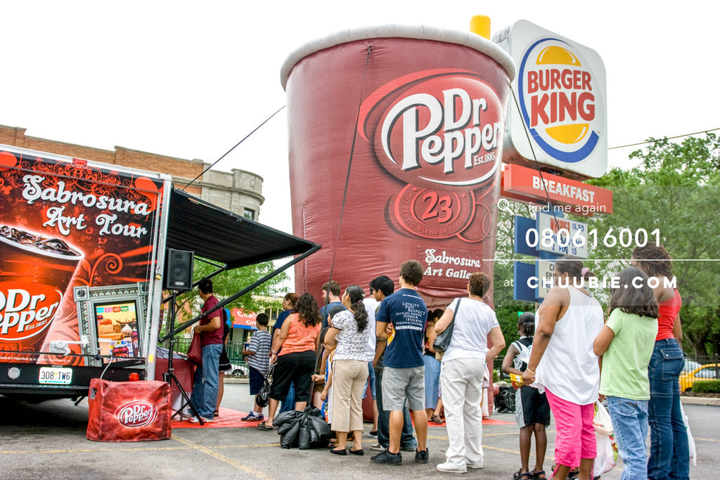 080613001 |  —Dr. Pepper Sabrosura mobile tour event photography. Chicago, Illinois. 2008. Client: Mercury Ma... | Team Chuubie