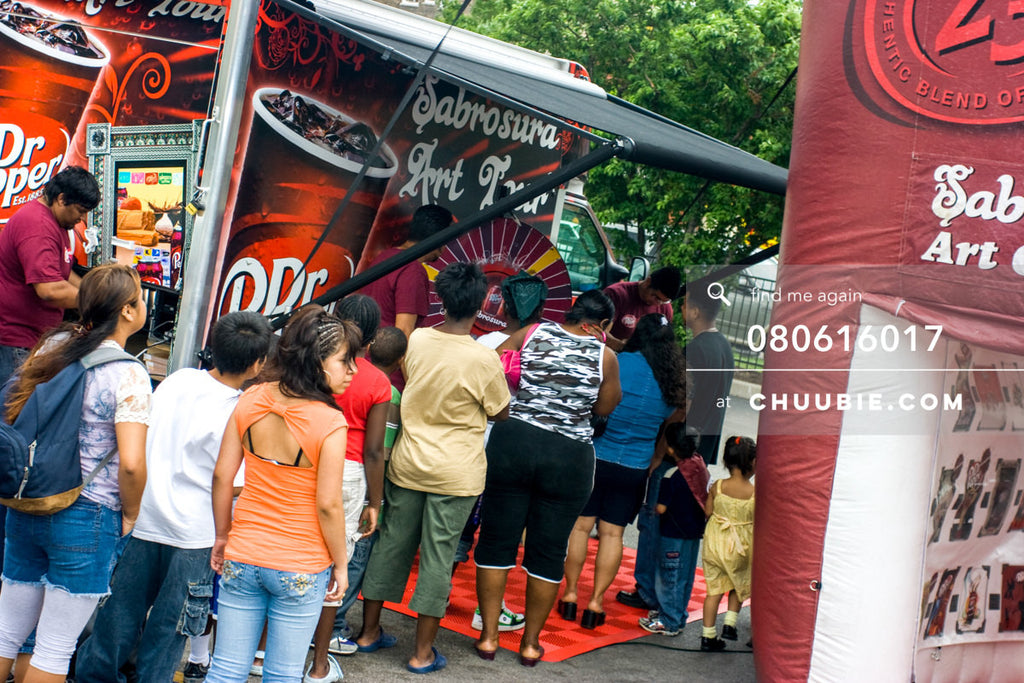 080613017 |  Families line up to spin the prize wheel.  —Dr. Pepper Sabrosura mobile tour event photography. ... | Team Chuubie