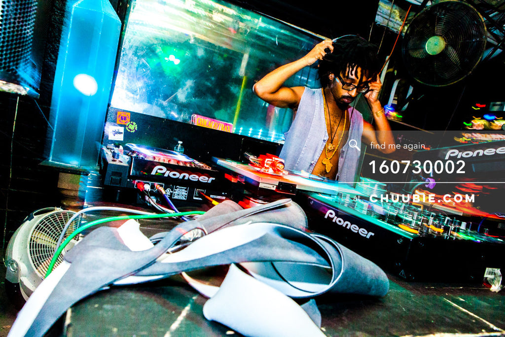 160730002 | Turtle Bugg (Turtle Bugg) DJing behind the decks. — Sublimate & Ruse Labs present: Mood ii Sw... | Team Chuubie