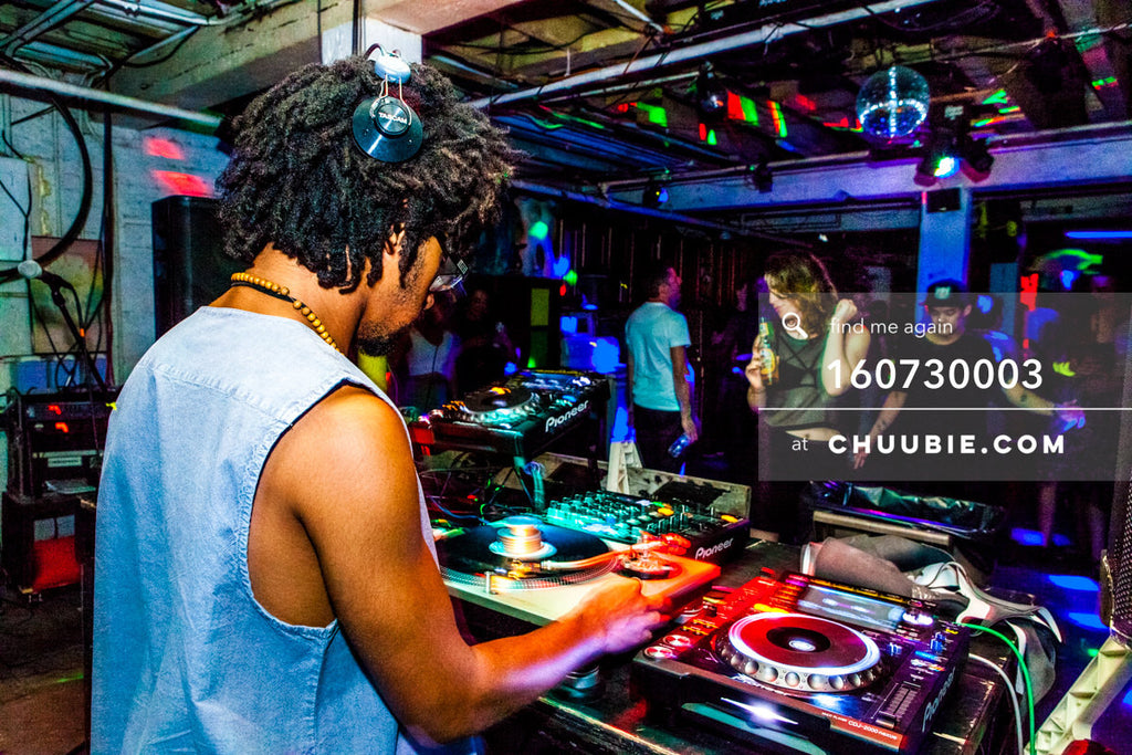 160730003 | Turtle Bugg (Turtle Bugg) DJing behind the decks. — Sublimate & Ruse Labs present: Mood ii Sw... | Team Chuubie