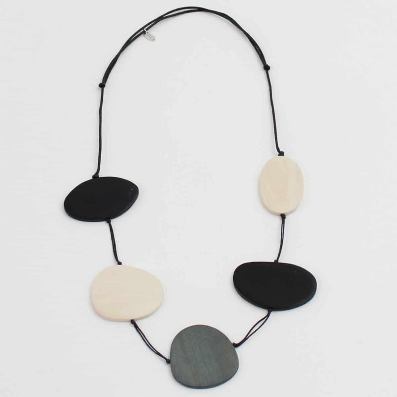 NECKLACE - BLACK & IVORY