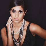 Gatsby Necklace long rope pearl on model