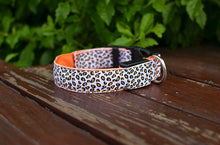 Load image into Gallery viewer, Luminous pet LED luminous pet spots Fluorescent luminous leopard dog collar Articles