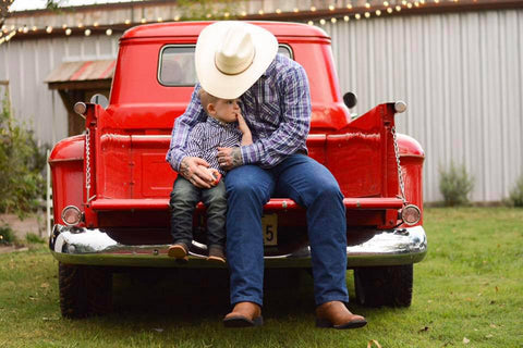 "<img src=""image.jpg"" alt=""father and son country"" title=""ashley carney photography""/>"