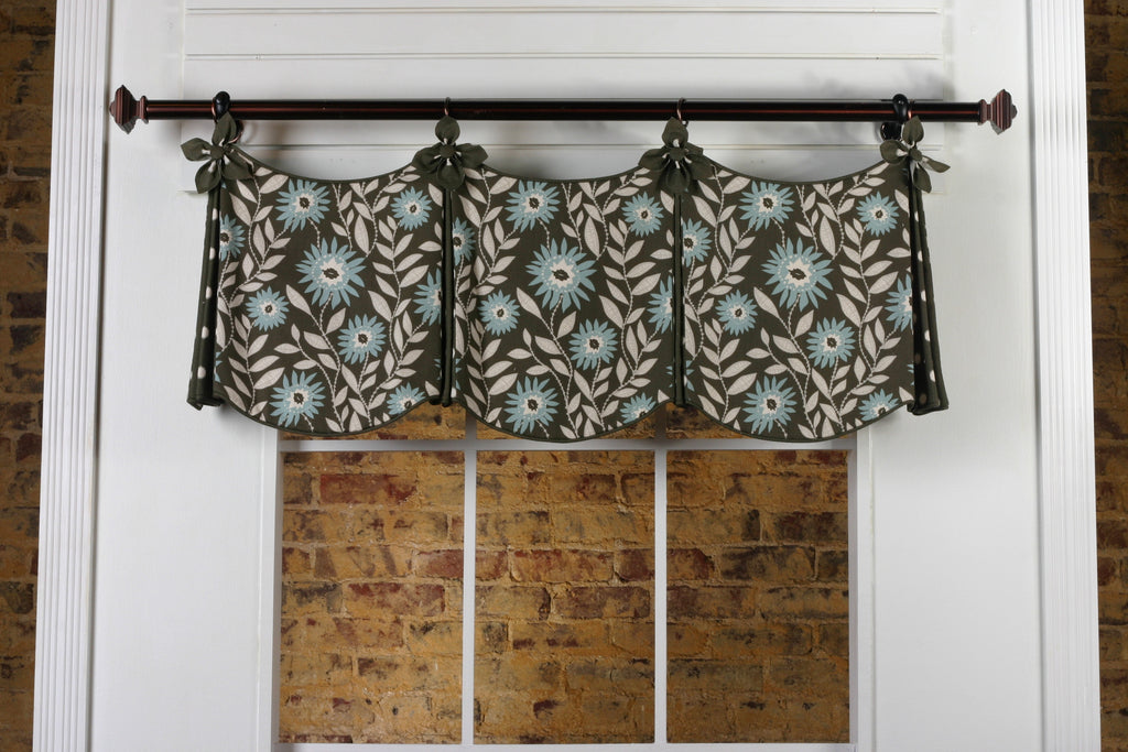 Delaine Valance by Pate Meadows