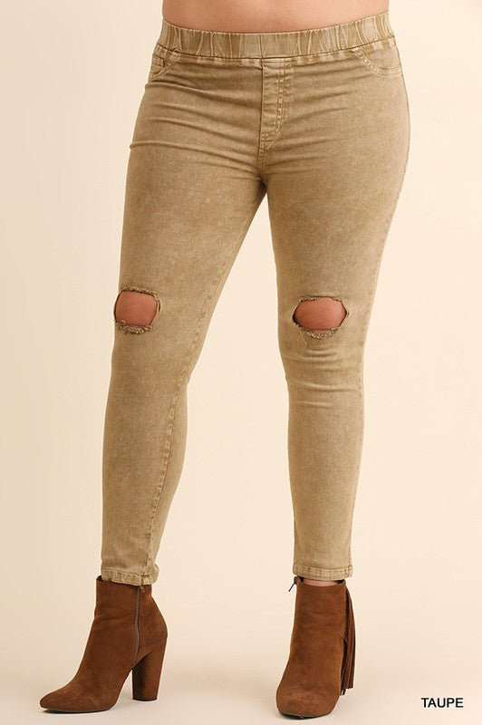 Knee Rip Washed Jeggings by Umgee (Curvy) - Blush Boutique Bremen