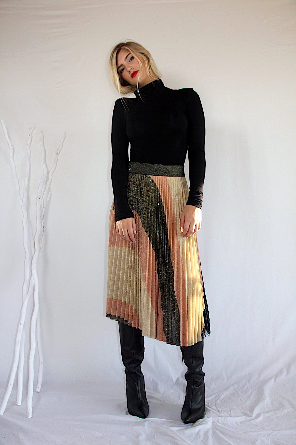 IZABELLA striped knit pleated skirt with lace