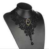 AE-Black Lace Collar