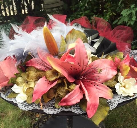 Victorian Touring Hat with Rose colored lilies
