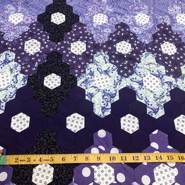 LOOK! This hexagon quilt is so
