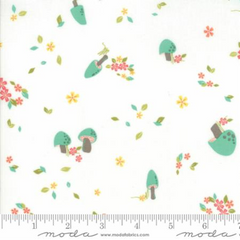 Woodland Secrets Cloud - Field White - Moda