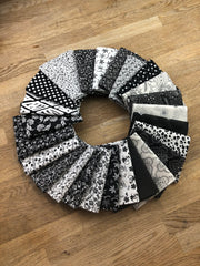25 Black & White Fat Quarter Bundle