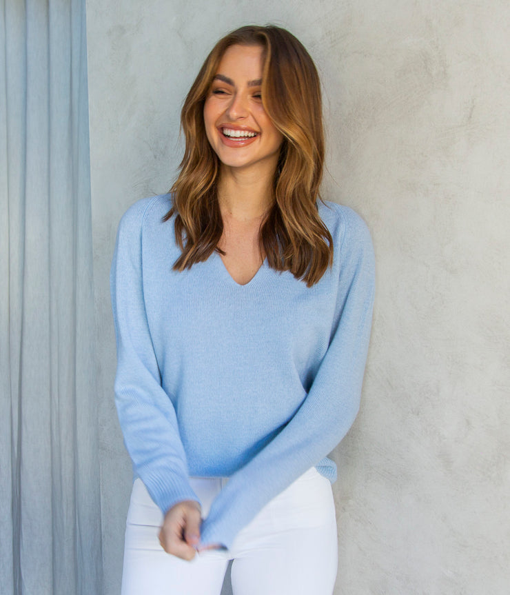 Marled V-Neck in Powder Blue