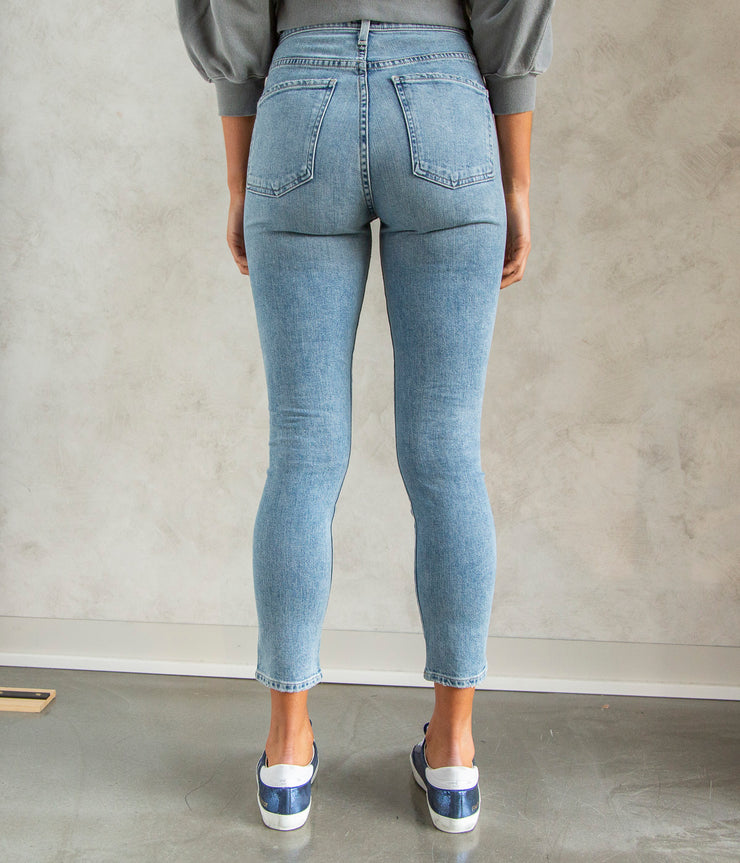 Mia Front Yoke Slim Jeans in Outset