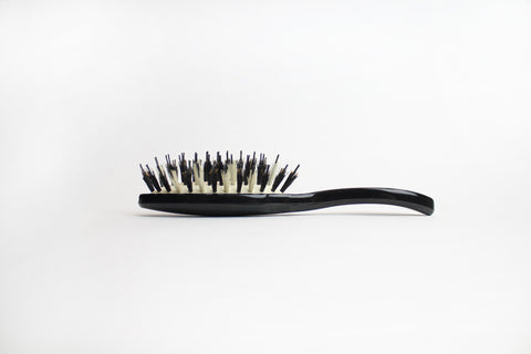 The MINI-G DRY SHAMPOOING BRUSH