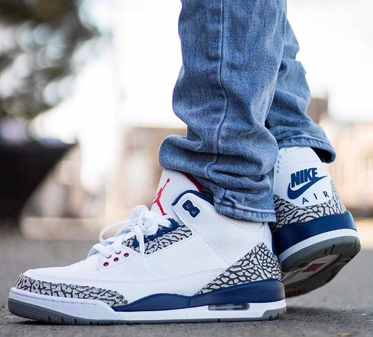 Retrospect Jerseys Top 5 Sneakers to wear with Jeans