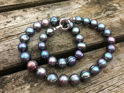 Black (chameleon) pearl necklace