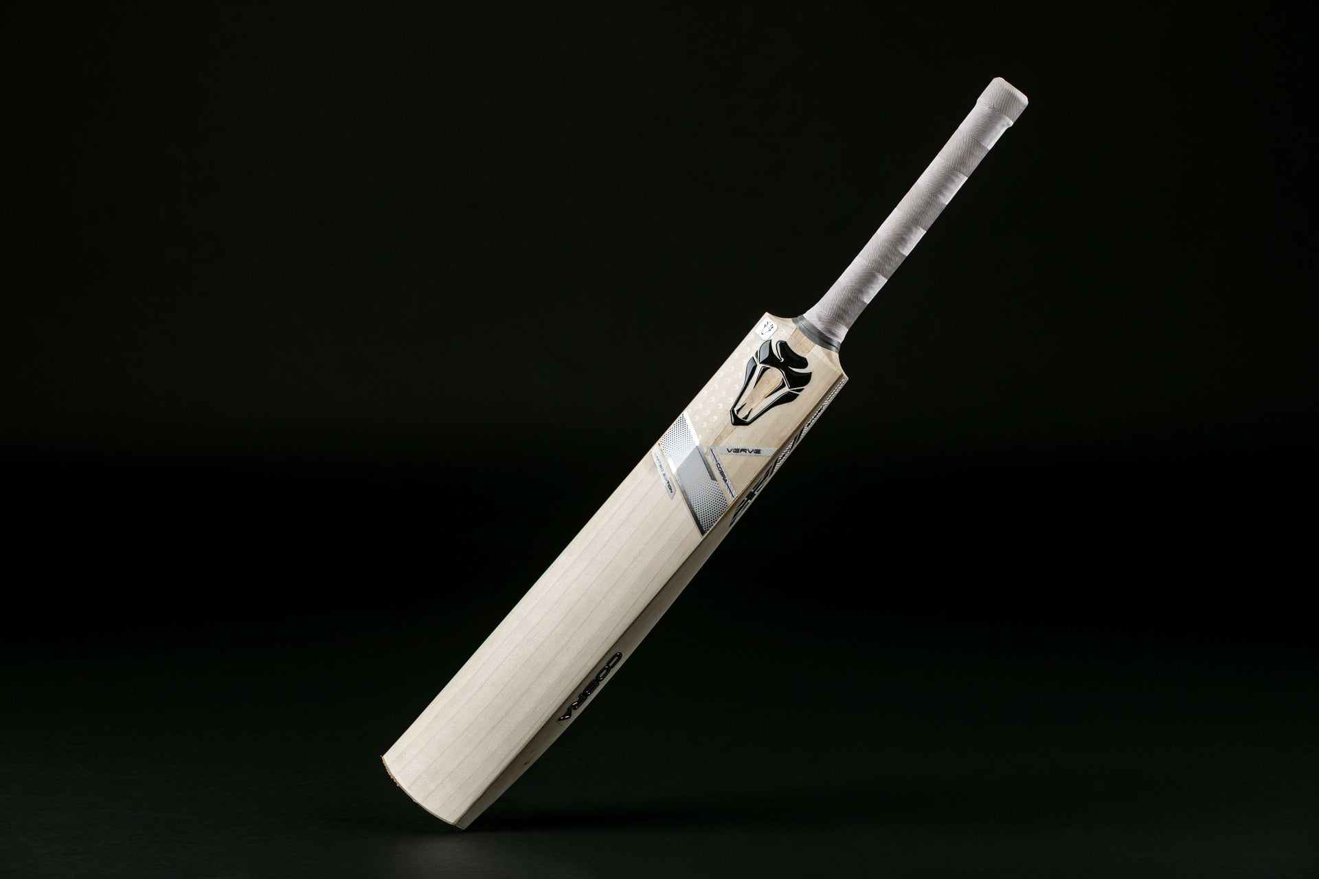 COBRA VERVE CRICKET BAT