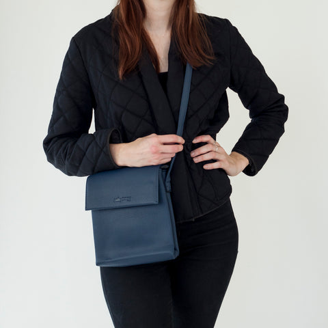 Dark Blue faux leather cross body purse | Sac à Main Croisé en Faux Cuir