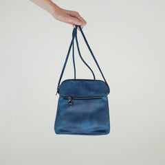 Blue faux leather cross body purse | Sac à Main Croisé en Faux Cuir Bleu - Boutique C.H.I.L. ( boutiquechil.com )