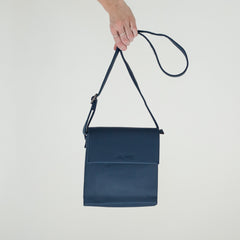 Dark Blue faux leather cross body purse | Sac à Main Croisé en Faux Cuir - Boutique C.H.I.L. ( boutiquechil.com )