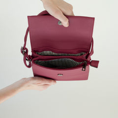 Rose Pink faux leather cross body purse | Sac à Main Croisé en Faux Cuir - Boutique C.H.I.L. ( boutiquechil.com )