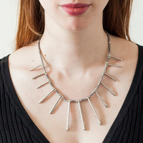 White Metal Necklace|Collier en Métal Blanc