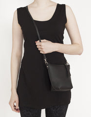Black Pleather cross body purse | Sac à Main Croisé en Faux Cuir