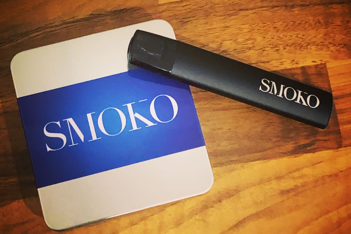 The SMOKO VAPE POD Starter Kit comes with a quick charging rechargeable battery, USB C charging cable and designer metal tin