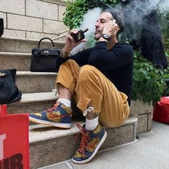 Marc Jacobs vaping