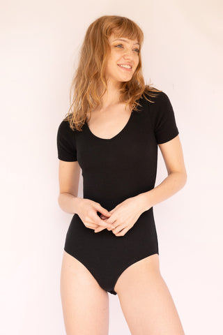 UMA Short-Sleeve V-Neck Bodysuit Black
