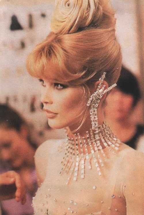 claudia-schiffer-queen