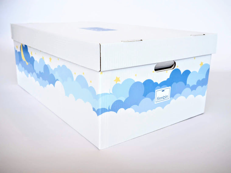 Marquee image of the Finnbin baby box maternity package with lid and handholds