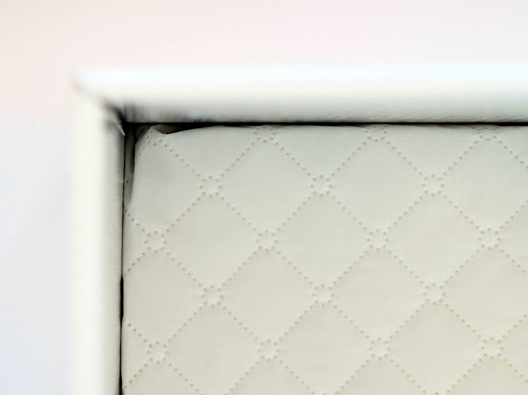 High quality waterproof mattress in the Finnbin baby box