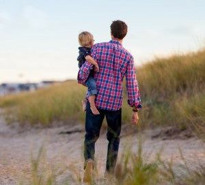Father-child-beach-summer_thumbnail