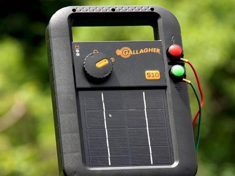 Gallagher S10 Portable Solar Fence Energizer In Field