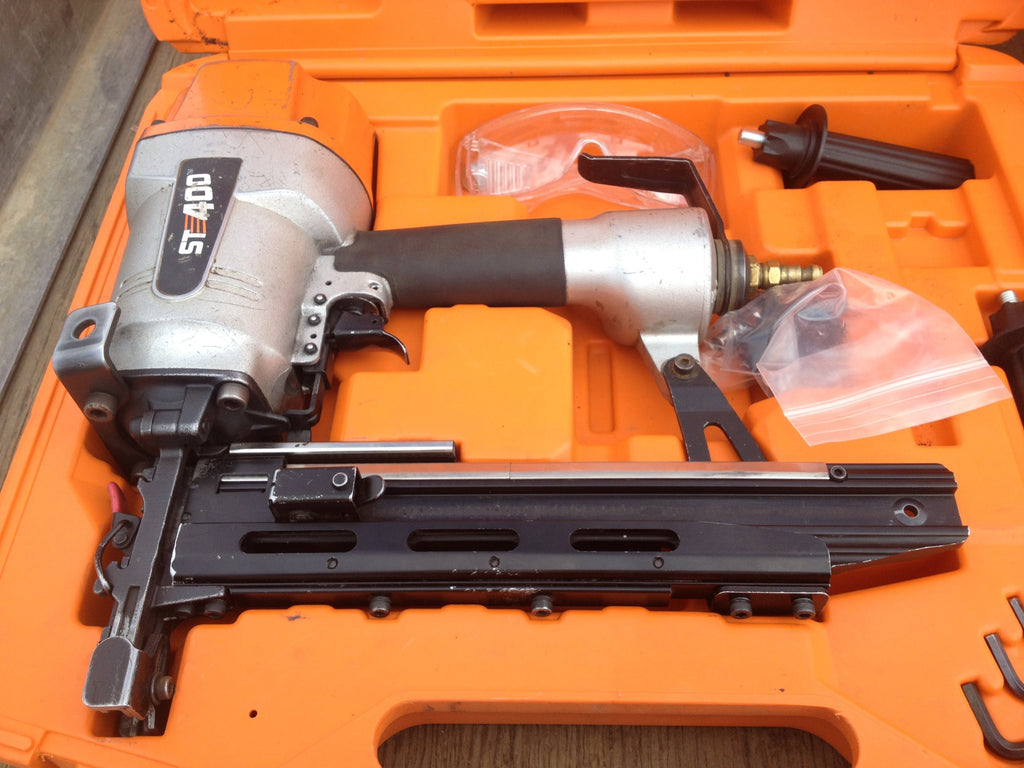 ST400 Pneumatic 9 gauge Fence Stapler