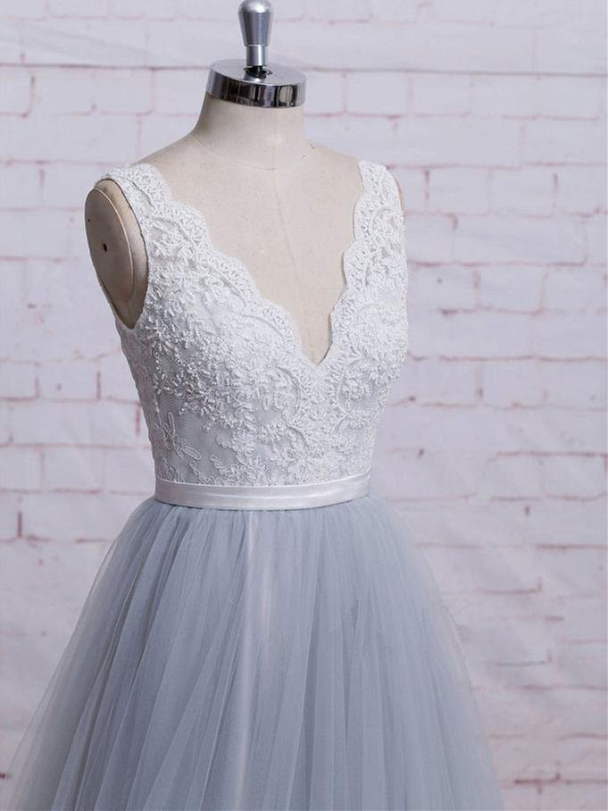 V-neck Ivory Lace Bodice Grey Tulle Skirt Chapel Train Prom Dresses-Pgmdress