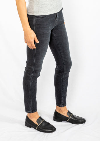 Closed Skinny Pusher in Dark Grey