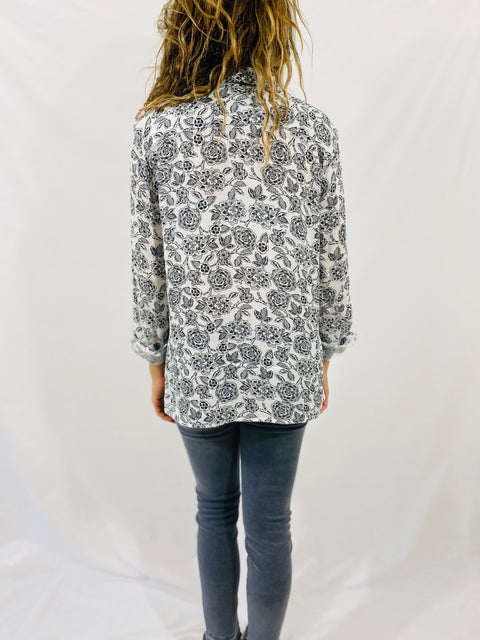 Leylie Guilda Shirt in Black Roses