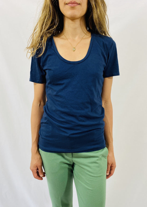 Leylie Swoop Tee in Navy