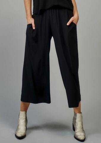 AqC Frieda Pants in Jet