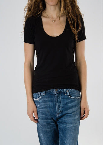 Leylie Scoop Tee in Black