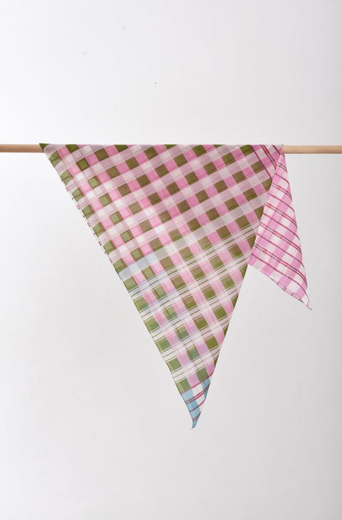 Epice Small Plaid Scarf in Pink