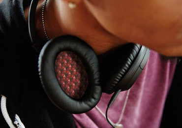We guarantee the durability of the headphones and provide the warranty for 1 year