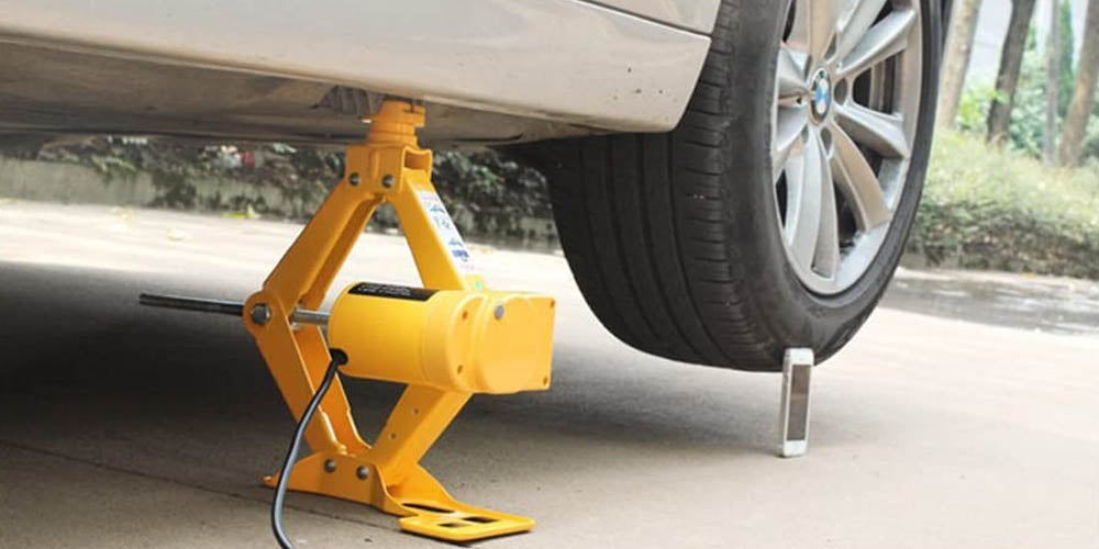 Car jack for changing a tire on a car or suv