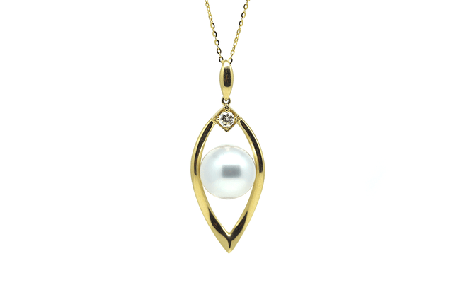 Snow Shoe South Sea Pendant-Kyllonen