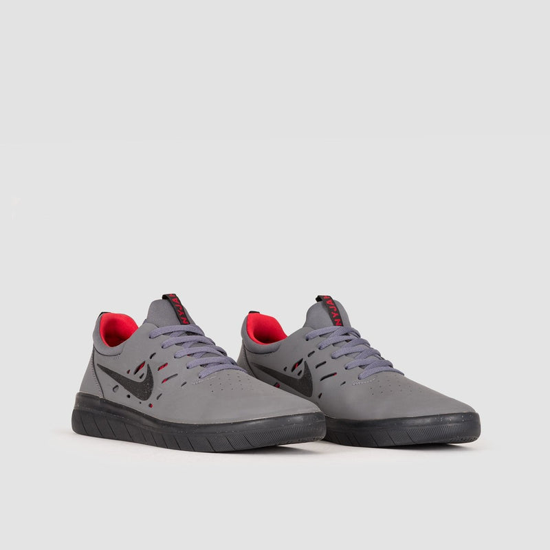 Nike SB Nyjah Free Dark Grey/Black/Gym Red - Unisex L - Footwear