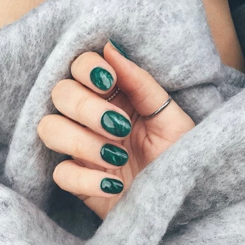 Green marble nail manicure