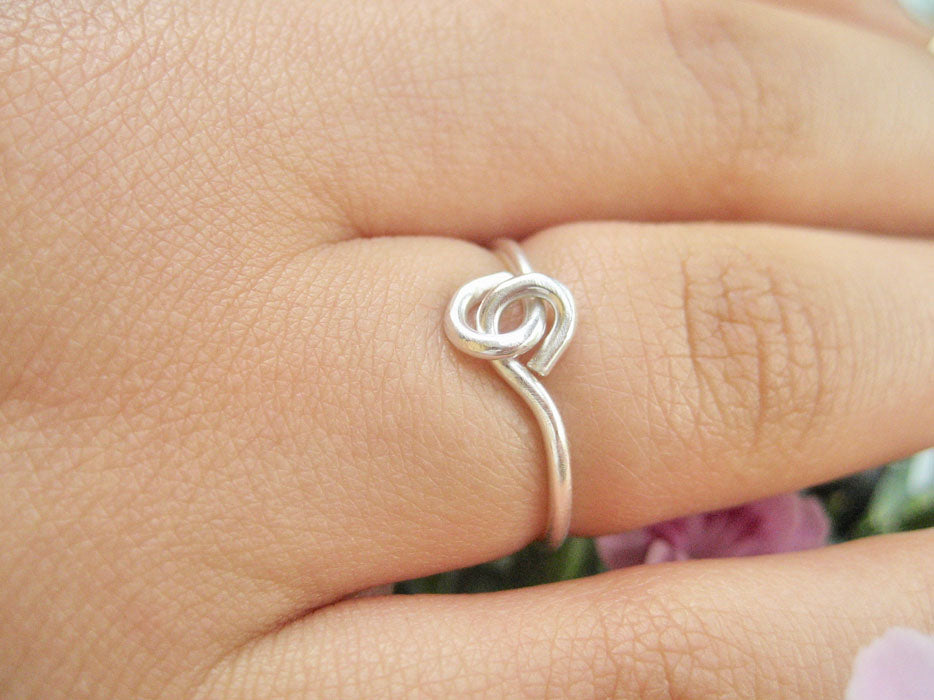 Sterling silver ring hand i hand ring